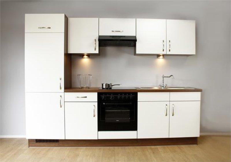 eenvoudige strakke keuken Magnolia wit